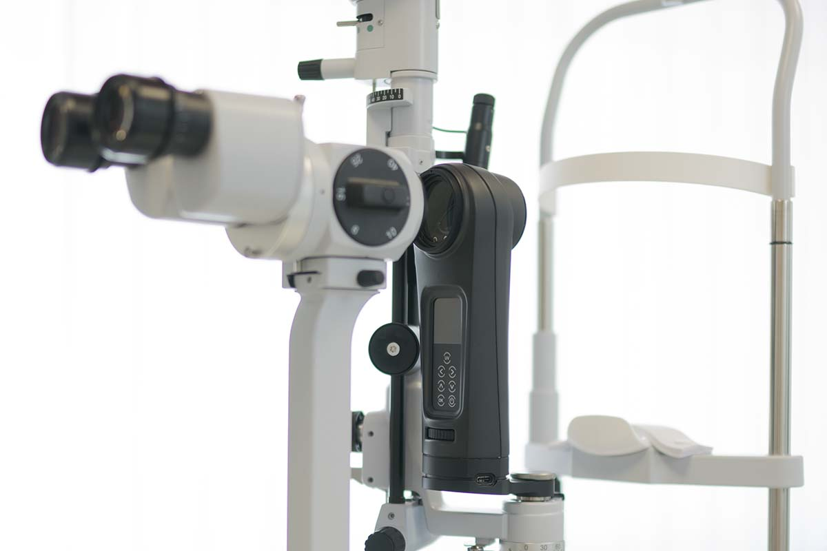 EMAGine Switzerland. C-Eye device mounted on a slit lamp